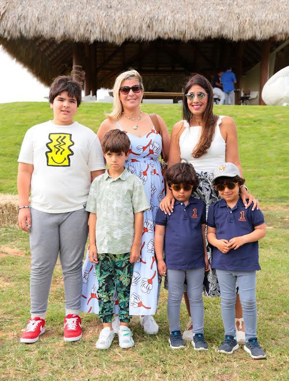 Margarita de Moya, Ana Currell de Rivera, Rodrigo Serra, Marco Prats, Pedro y Daniel Rivera
