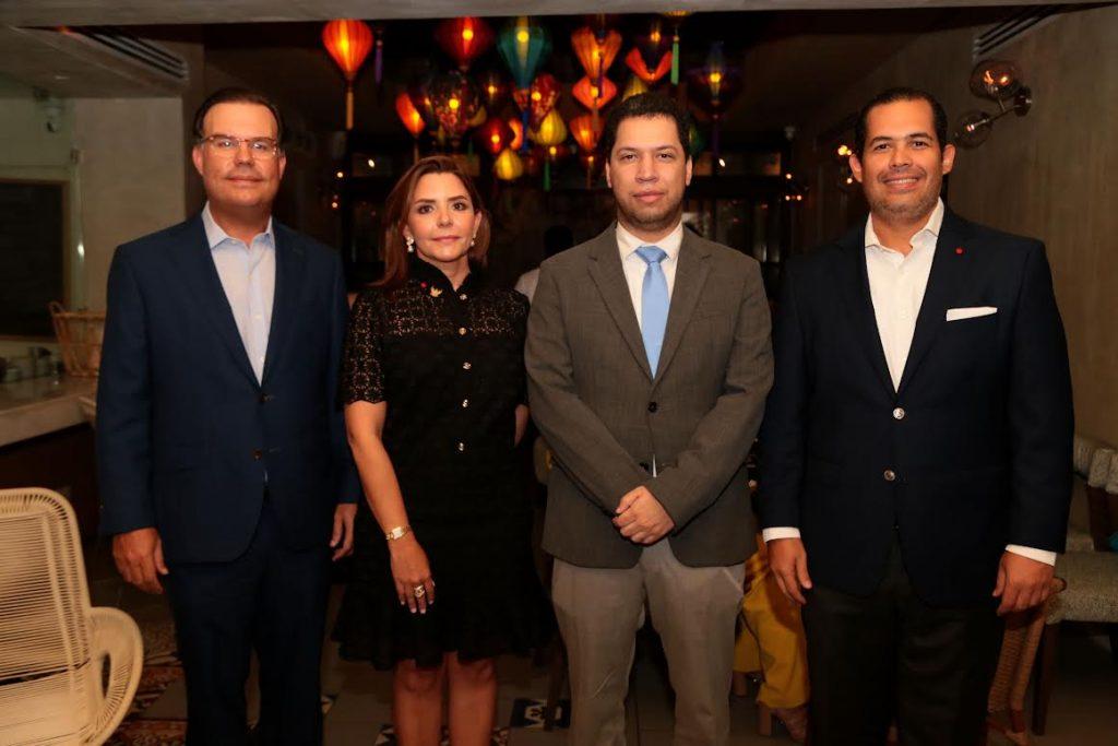 Miguel Roig, Mariajosé Turull de Roig, Jatzel Román y José Manuel Romero