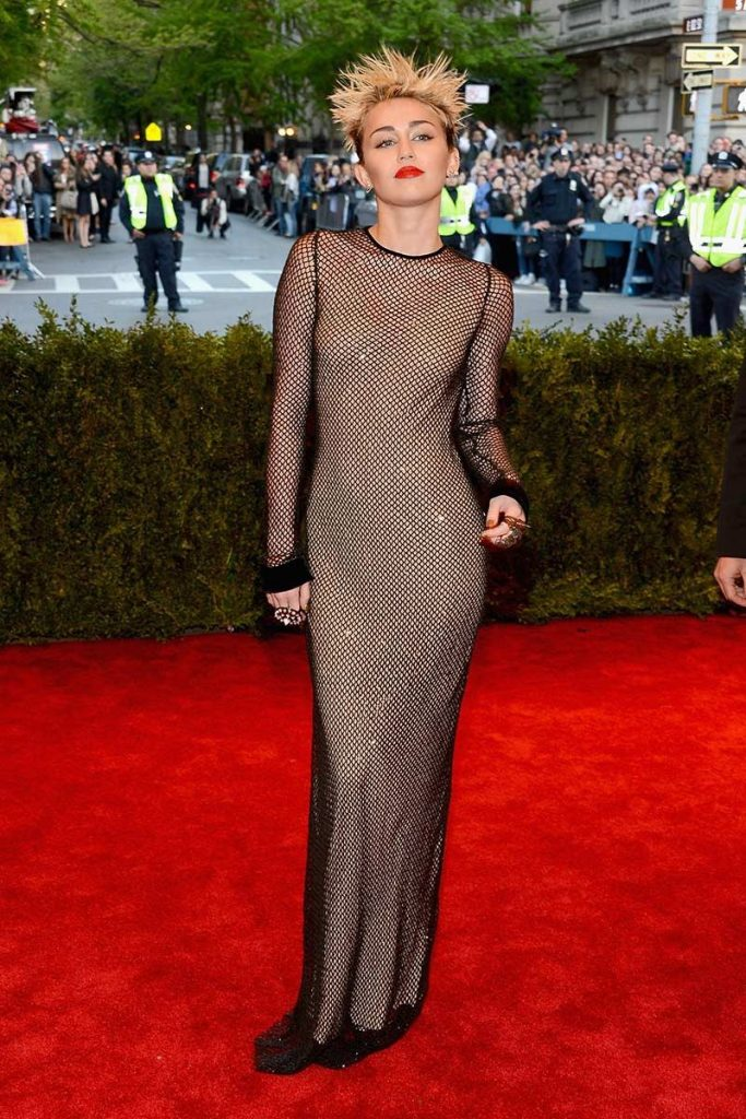 Miley Cyrus vestida por Marc Jacobs en la gala 2013 ¨Punk: Del caos a la alta costura¨