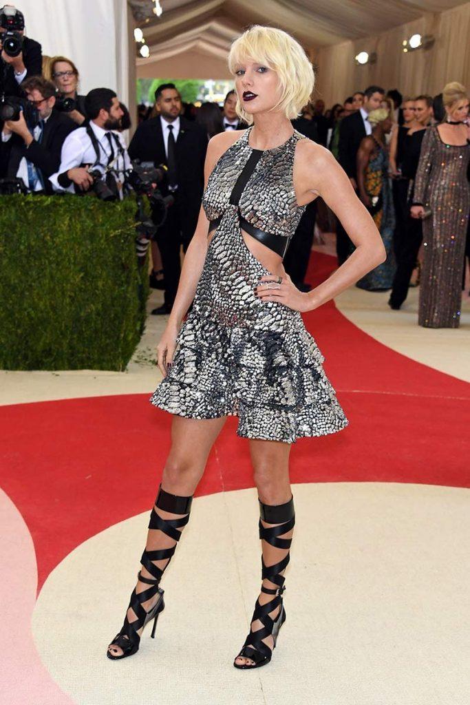 Taylor Swift vestida por Louis Vuitton para la gala 2016 ¨Manus x Machina: La Moda en una Era de Tecnología