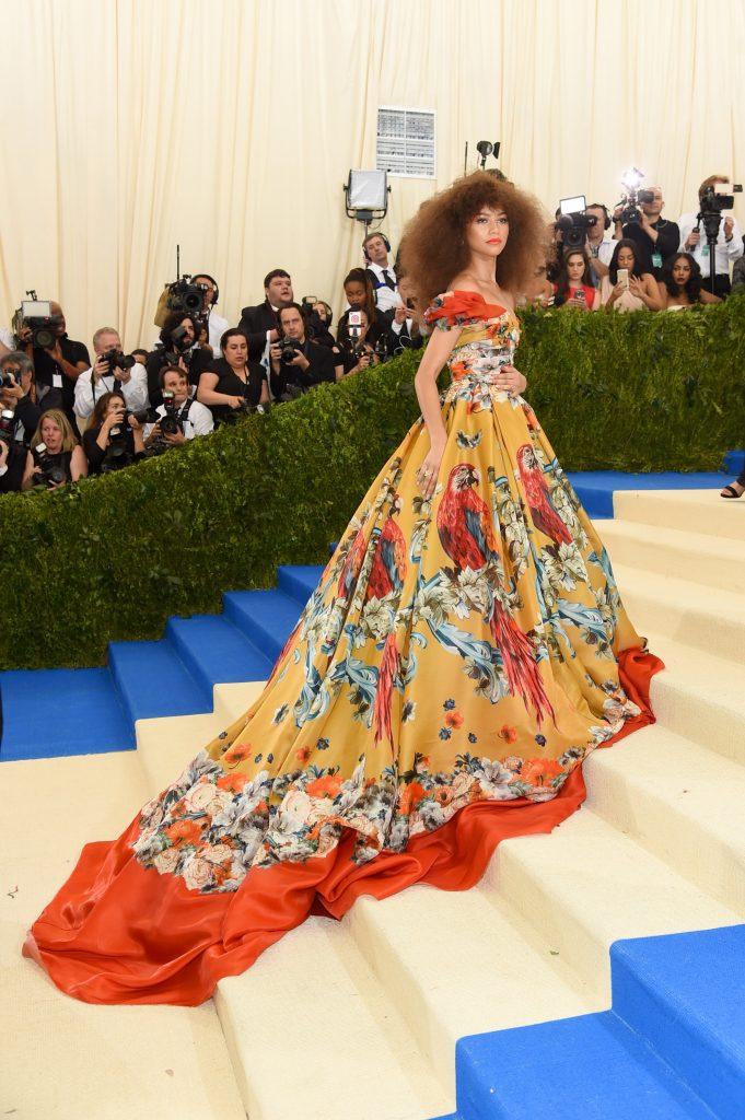 Zendaya vestida por Dolce & Gabbana para la gala 2017 ¨Rei Kawakubo: Como niños¨