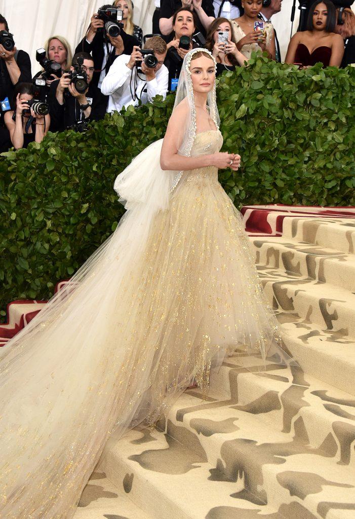 Kate Bosworth en Oscar de la Renta para la gala 2018 ¨Cuerpos Celestiales: Moda y la imaginación católica